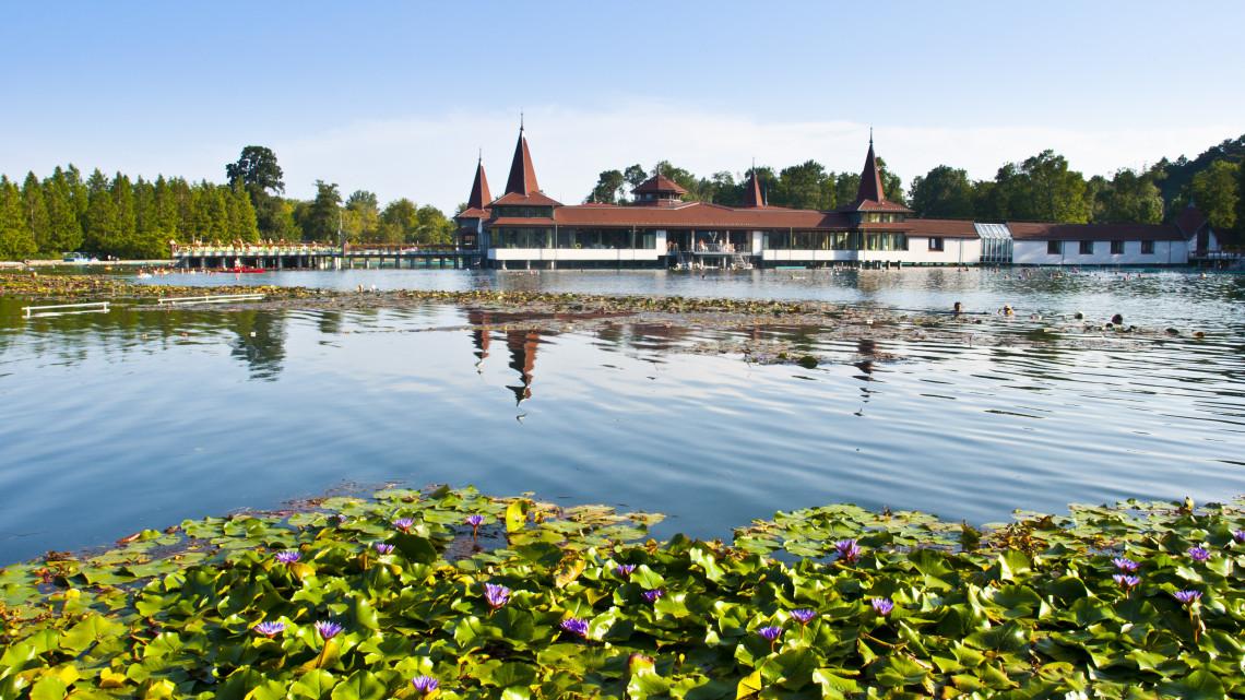Őrületes fejlesztések a Hévízi-tónál: mutatjuk, mi minden készülhet el idén őszig