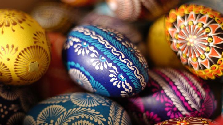 Nagyszabású online kiállításra készülnek: kilenc országból, több száz tojás érkezik Pécsre