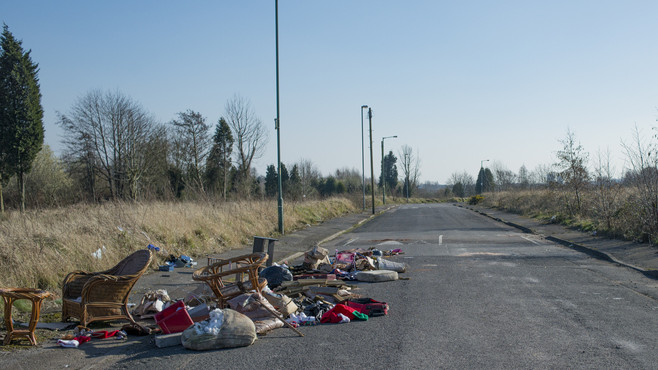Korlátozásokra is lehet számítani: felszámolják az illegális hulladékot az utak mentén