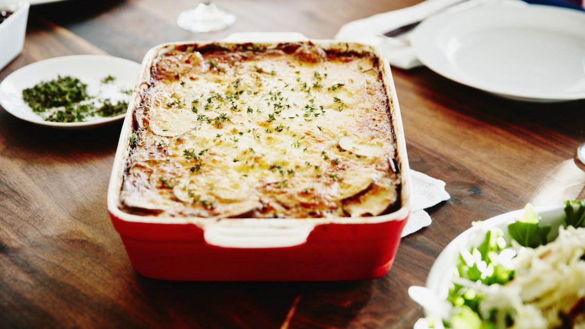 Spórolós ételek, ahogy mi szeretjük: a 7 legfinomabb rakott krumplis recept