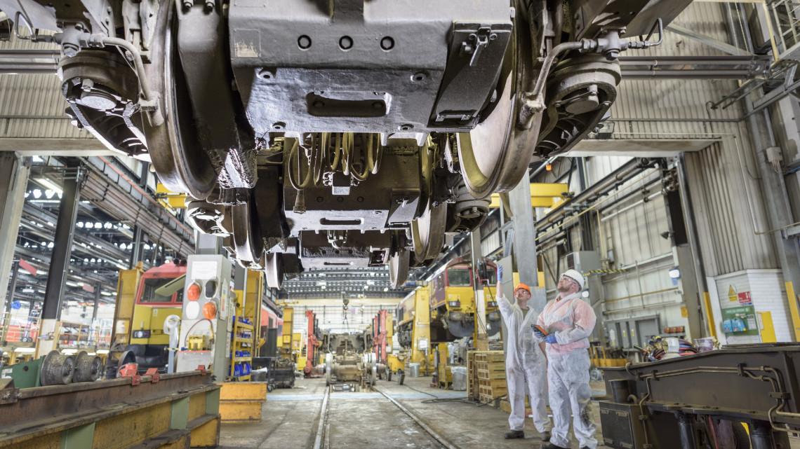 Felpöröghet a vidék ipara: Dunakeszin dupla annyi vasúti kocsit terveznek gyártani