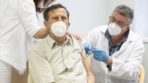 Megvan a 3 millió beoltott: közben új típusú vakcina is érkezett az országba