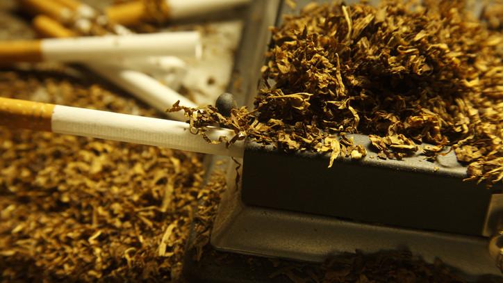 Célkeresztben a magyar illegális dohánypiac: sok regisztrált termelő lép a bűn útjára