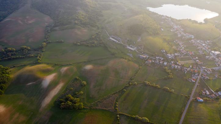 Még mindig jó üzlet tanyát vásárolni: mutatjuk, milyen luxusban él a magyar gazdák krémje