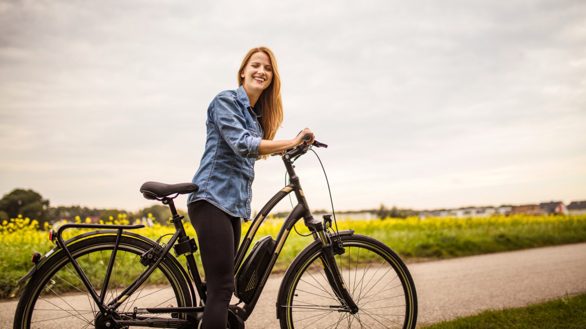 Felpörgött a kerékpárút-építés: újabb útvonalon tekerhetünk a keleti országhatárnál
