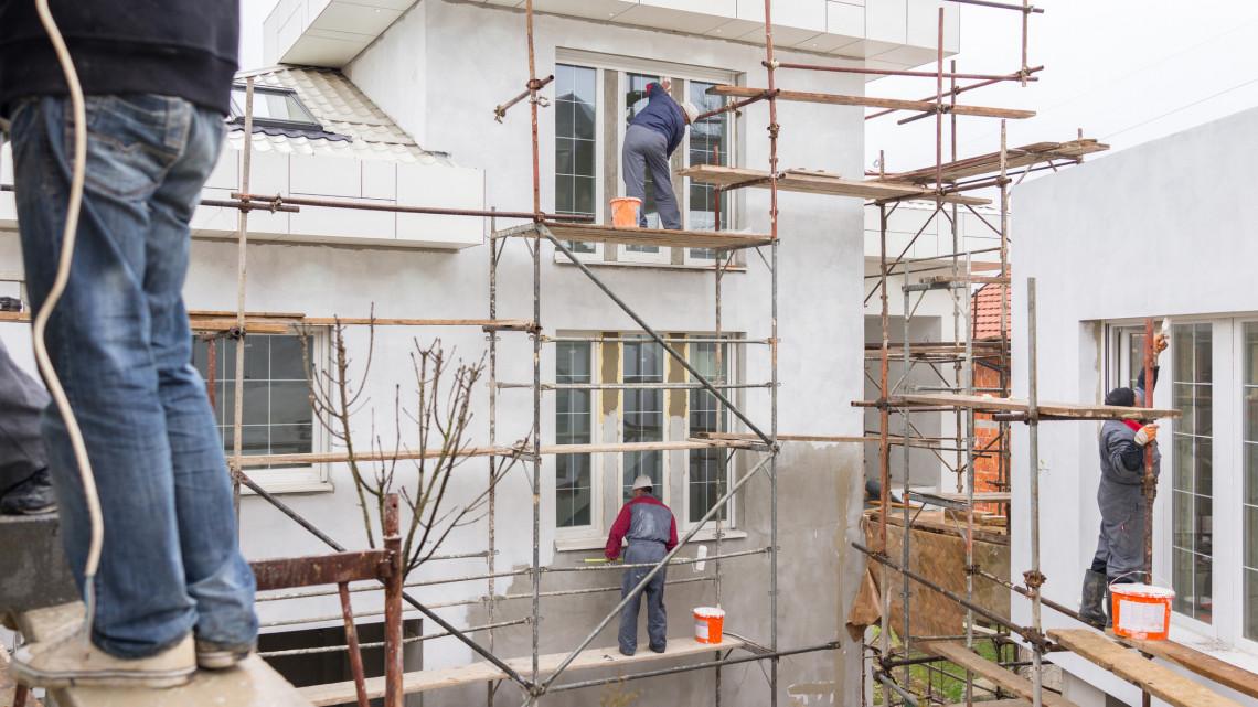 Dübörög a lakásfelújítási támogatás: jócskán megugrottak a munkadíjak is