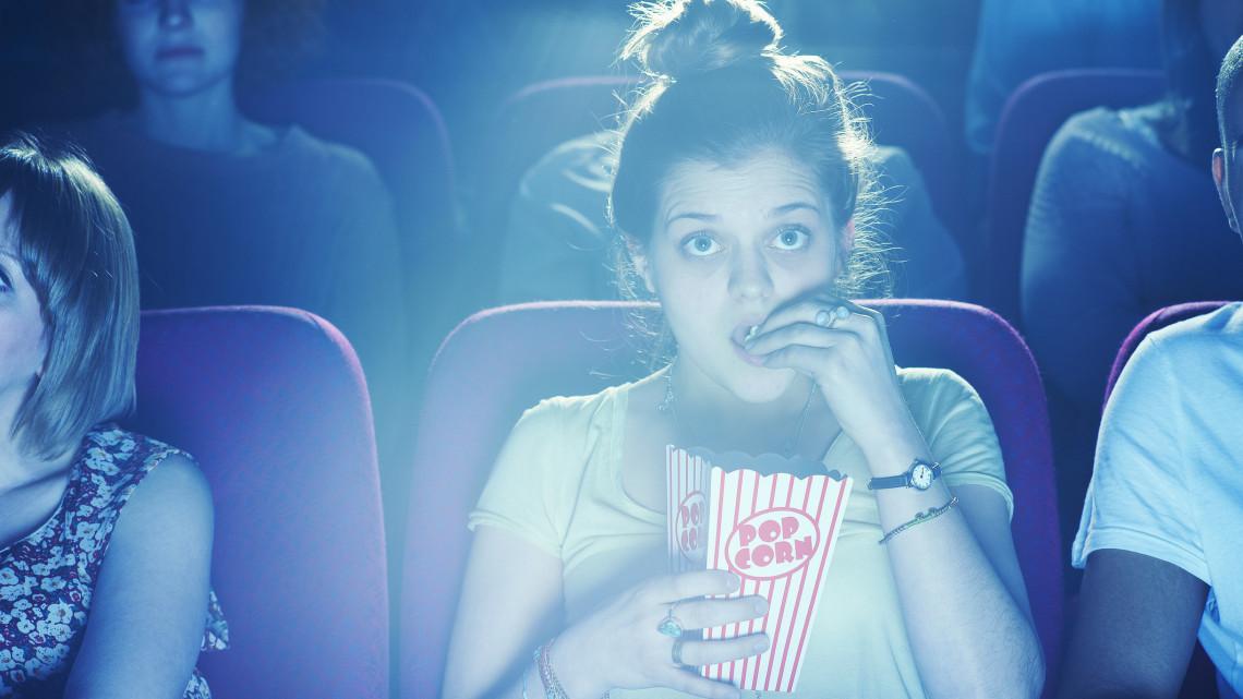 18 év alatt csak kísérővel: emiatt is bajba lehetnek most a hazai mozik