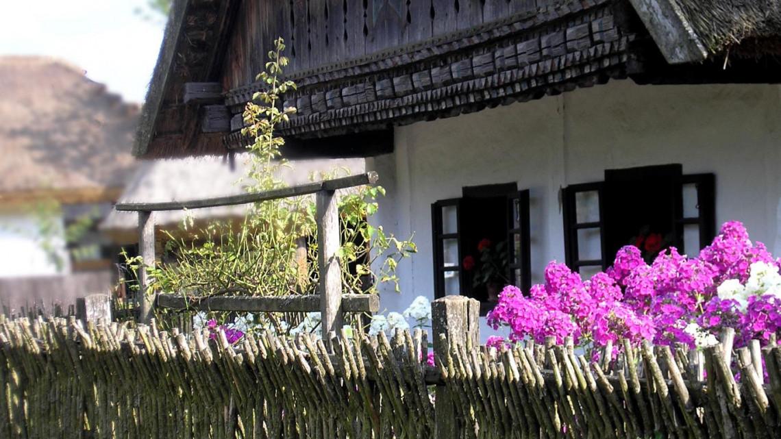 Jó hír a népi építészet kedvelőinek: ez a falumúzeum kinyit május közepén