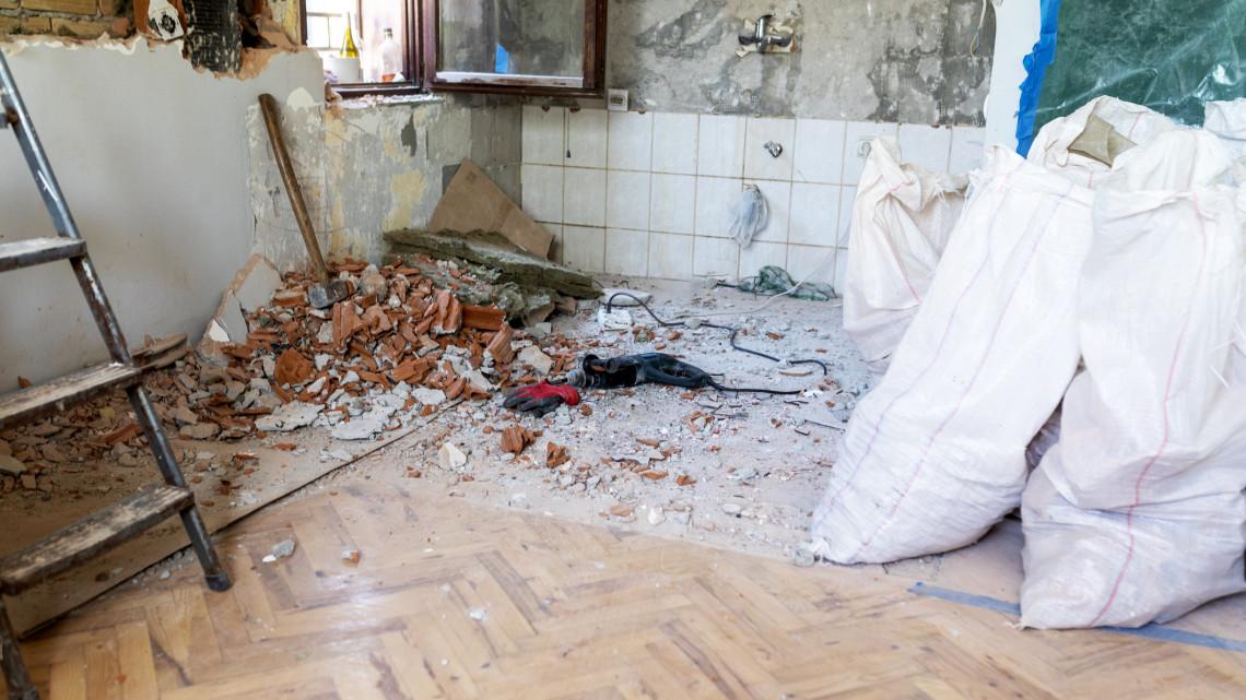 Ezekkel az építőanyagokkal csak pénzkidobás a lakásfelújítás: itt a segédlet!