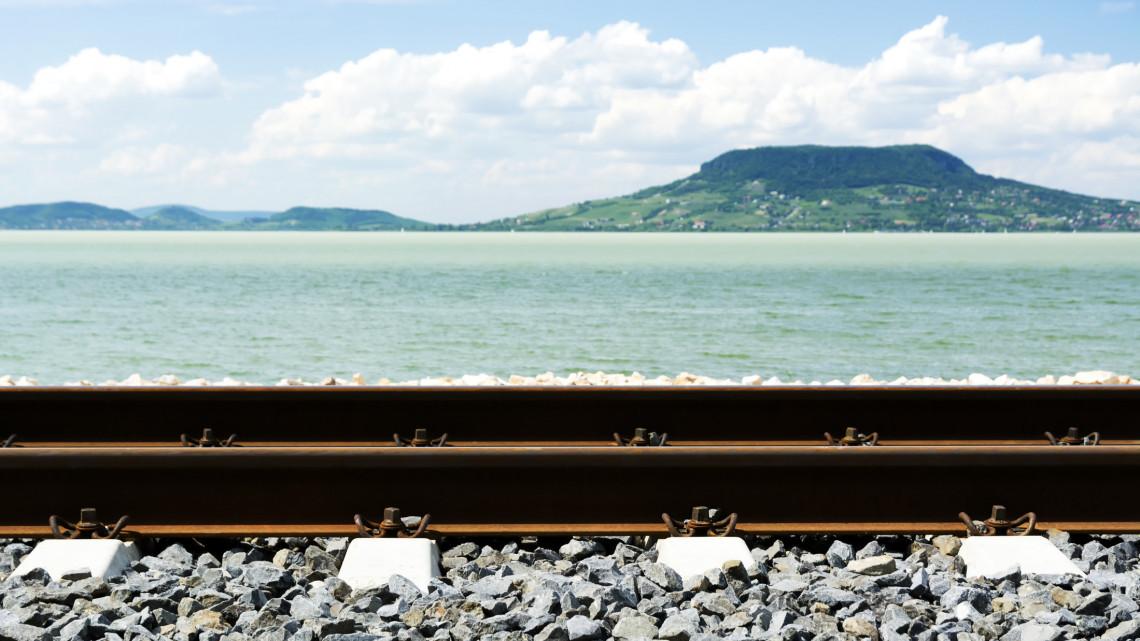 Fillérekért utazhatjuk körbe a Balatont: így spórolhatunk a kedvezményes jegyekkel