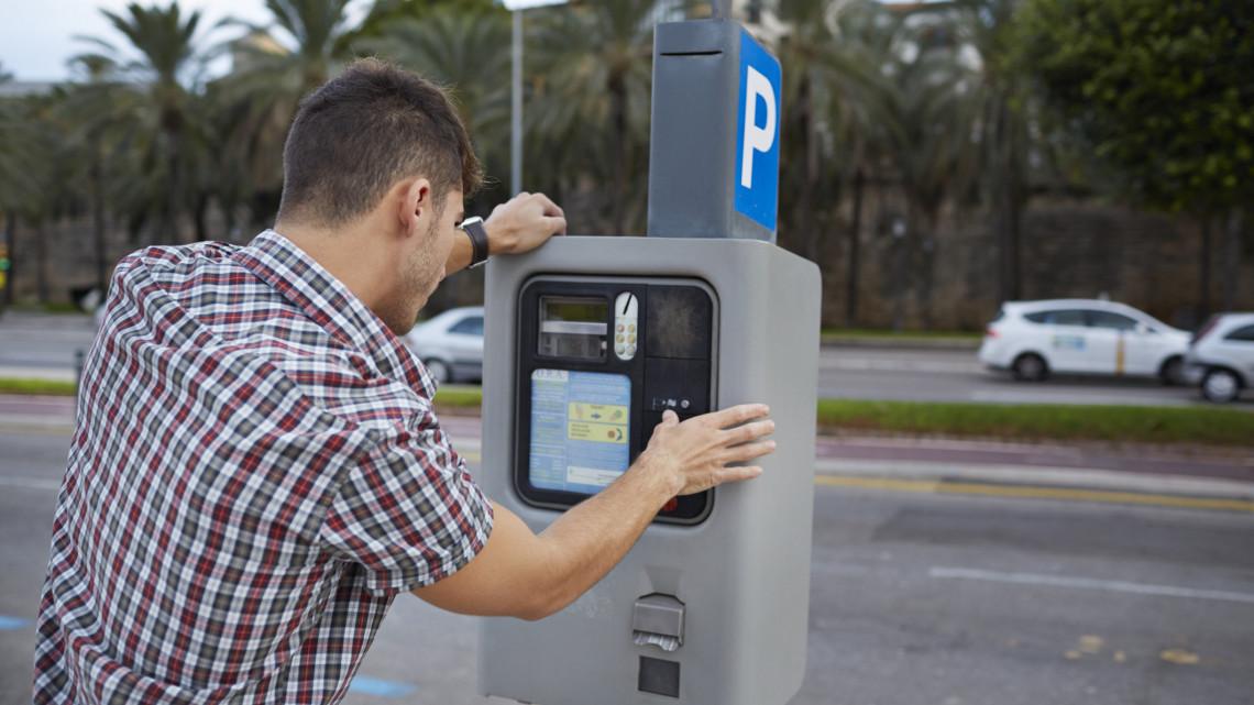 Hoppá: hamarosan búcsút inthetünk az ingyenes parkolásnak a közterületeken