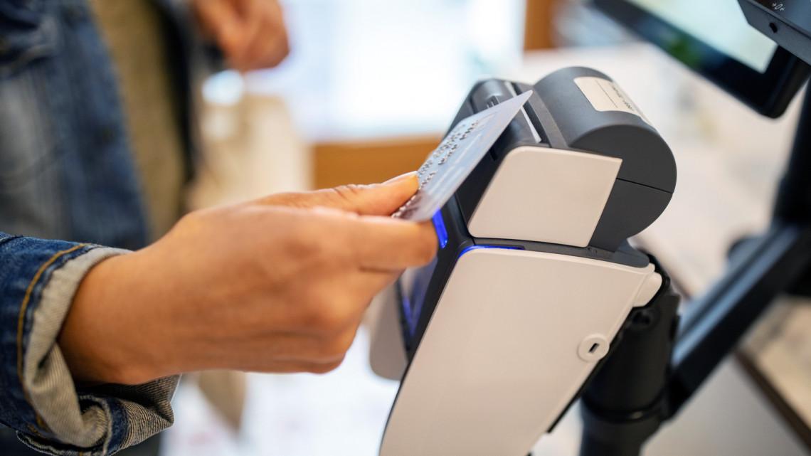 Megtévesztéssel élhetett a bankkártyás terminálokat telepítő cég