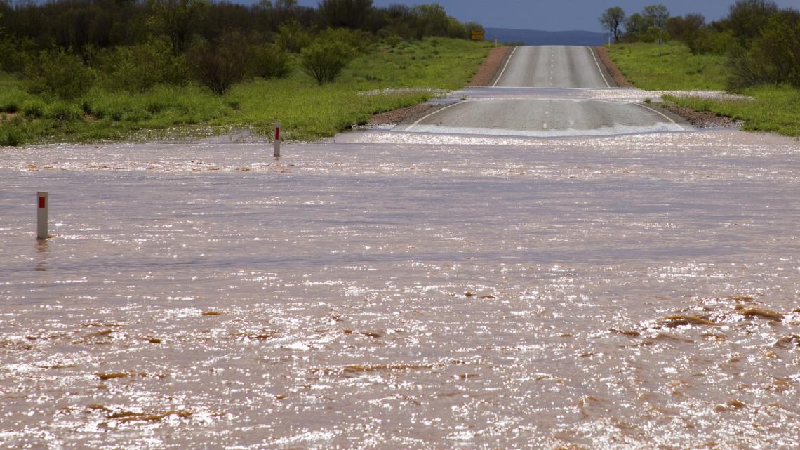 Brutális mennyiségű eső esett: földcsuszamláshoz riasztották a tűzoltókat