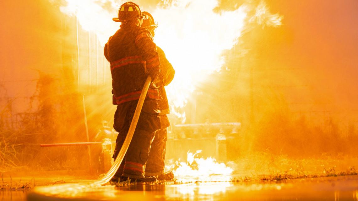 Kigyulladt nyaralóhoz riasztották a tűzoltókat: meghalt egy ember Jászberényben