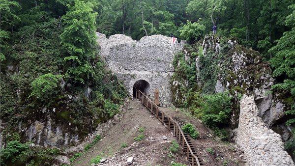 Mielőtt az enyészeté lett volna: ez lett Szádvár középkori erődítményéből