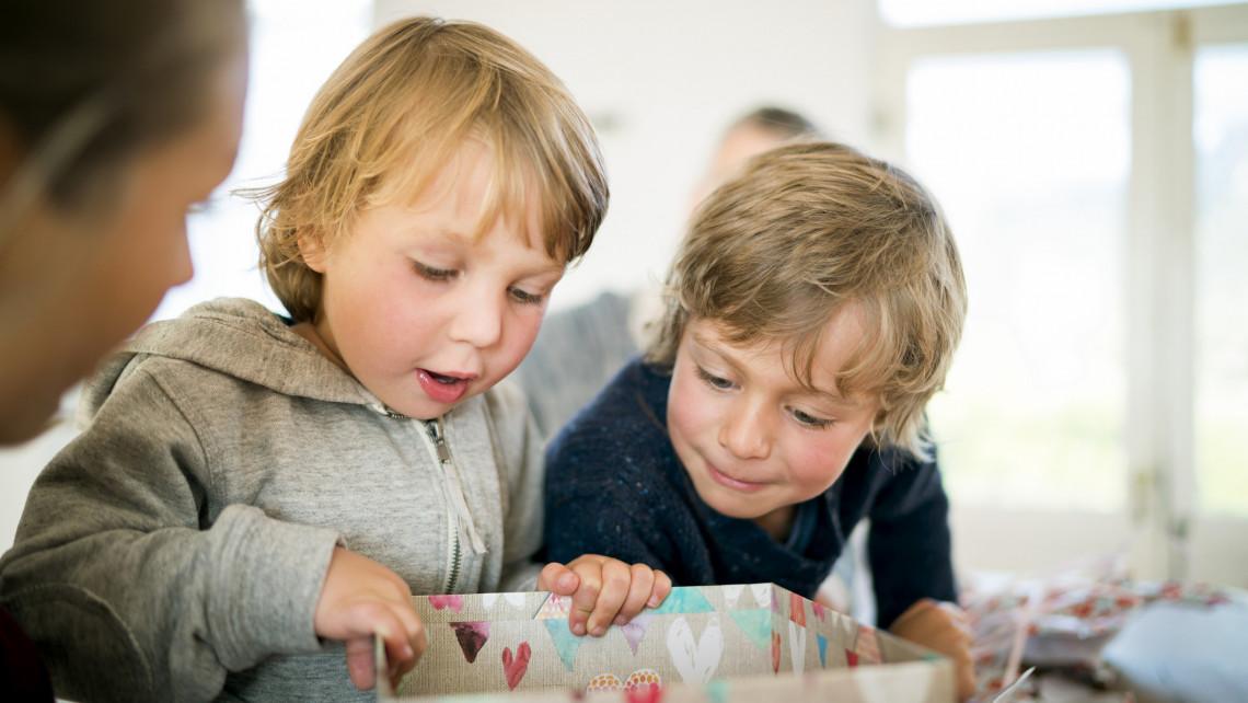 Kitesznek magukért a szülők gyereknapon: ennyit költenek ajándékra