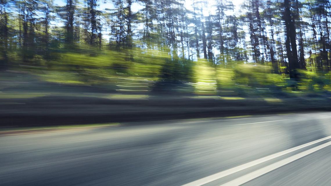 Így menőzött a felelőtlen sofőr: videón, ahogy másokat veszélyeztet