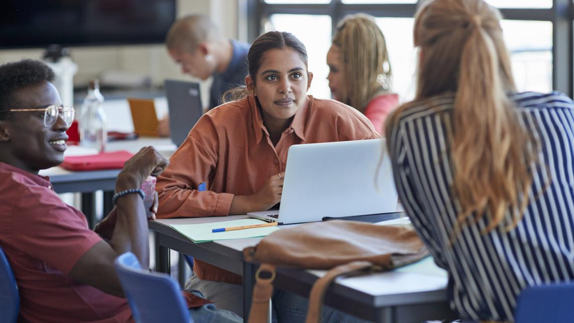 Idén is lesz nyári diákmunka: 3 milliárd forintot biztosítanak a fiataloknak