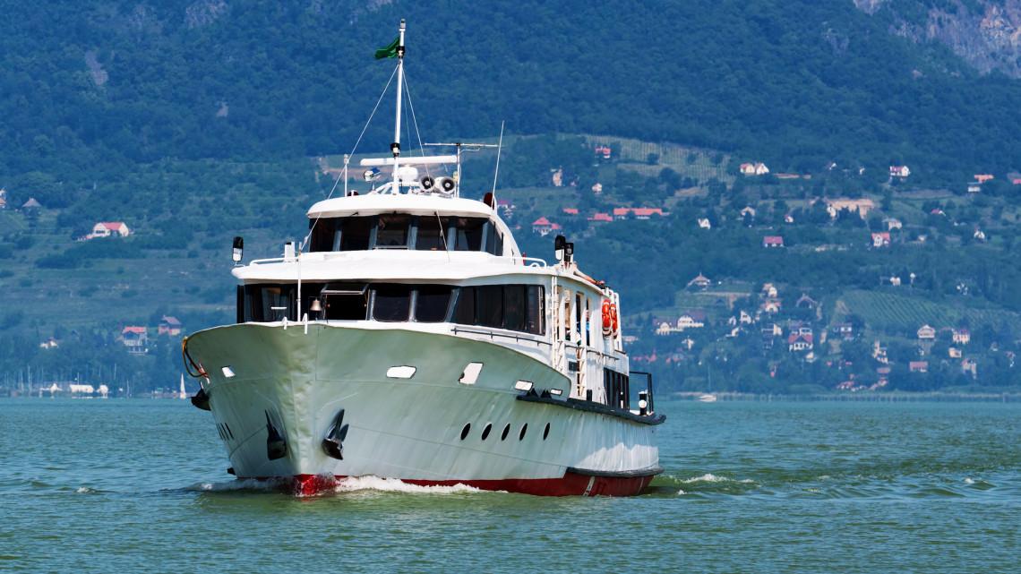 Pörög a szezon: hihetetlen programokkal várják a hajózás szerelmeseit a Balatonon