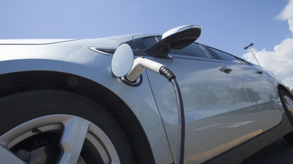 Felért egy lottónyereménnyel: ez lett az e-autókra kiírt állami támogatással