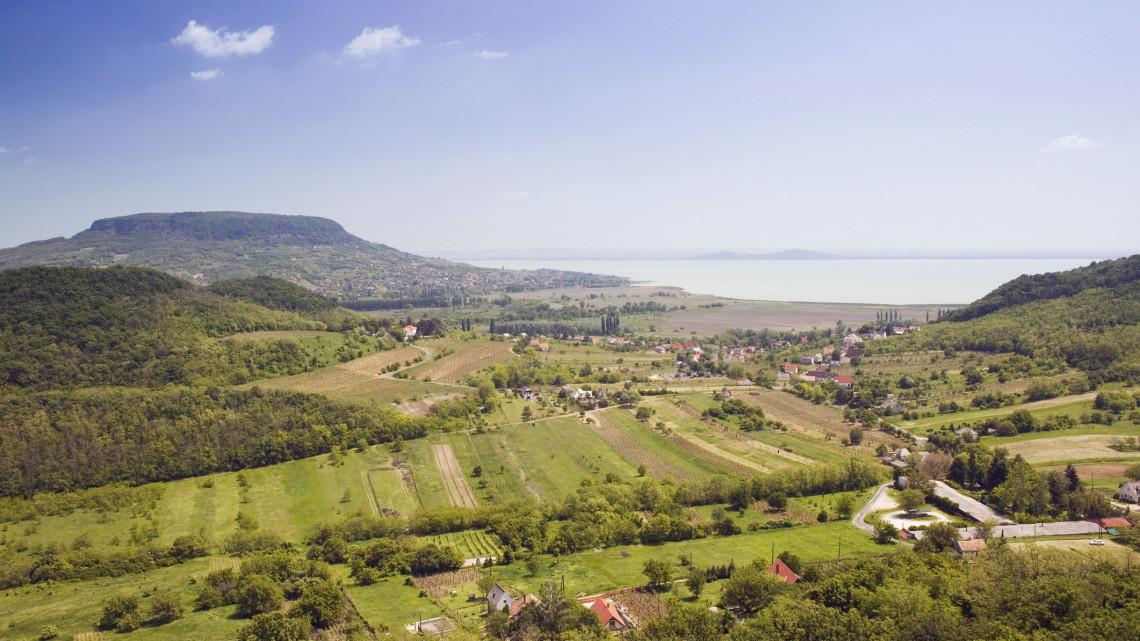 Húzós árak a Balatonnál: ennyiből jön ki idén egy hét nyaralás a családnak