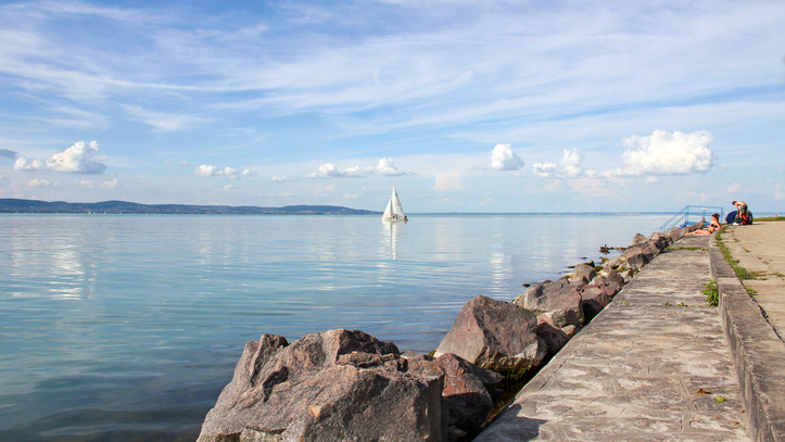 Ezt okozta a brutális hőség: csaknem 29 fokosra melegedett a Balaton vize