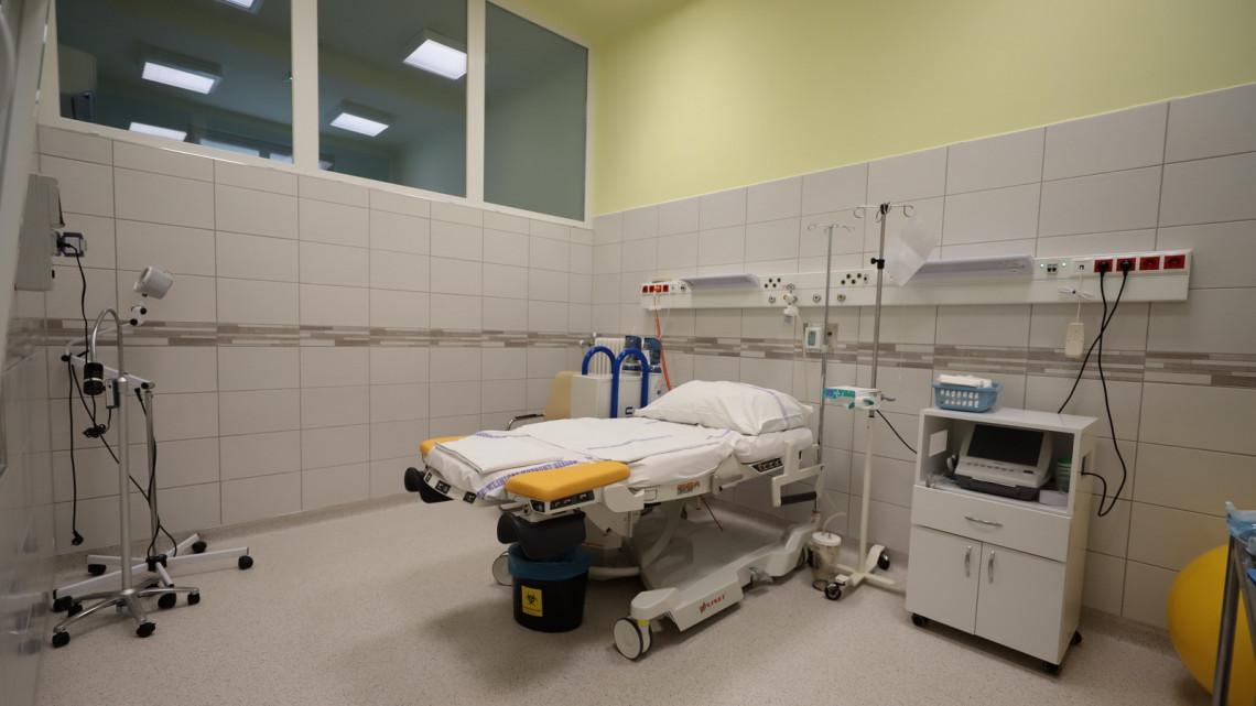 Milliárdos fejlesztés zárult le: megújult az egyetem szülészeti és nőgyógyászati klinikája