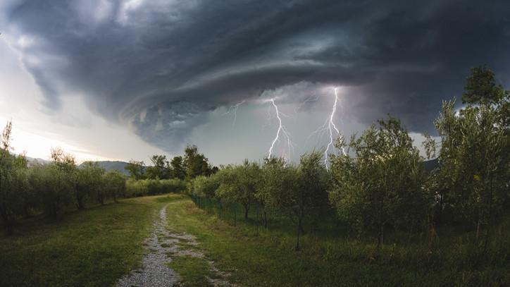 Felhőszakadás, zivatarok: mutatjuk, merre csaphat még le a vihar