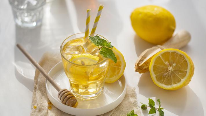 Filléres italok, amiket mindig feldob egy kis méz: így készíts otthon friss, gyümölcsös limonádét
