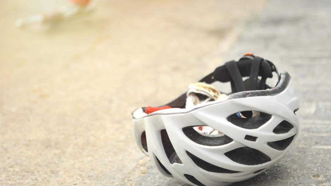 Tragédiával indult a vasárnap: szörnyethalt a biciklis a nagyváros kerékpárútján
