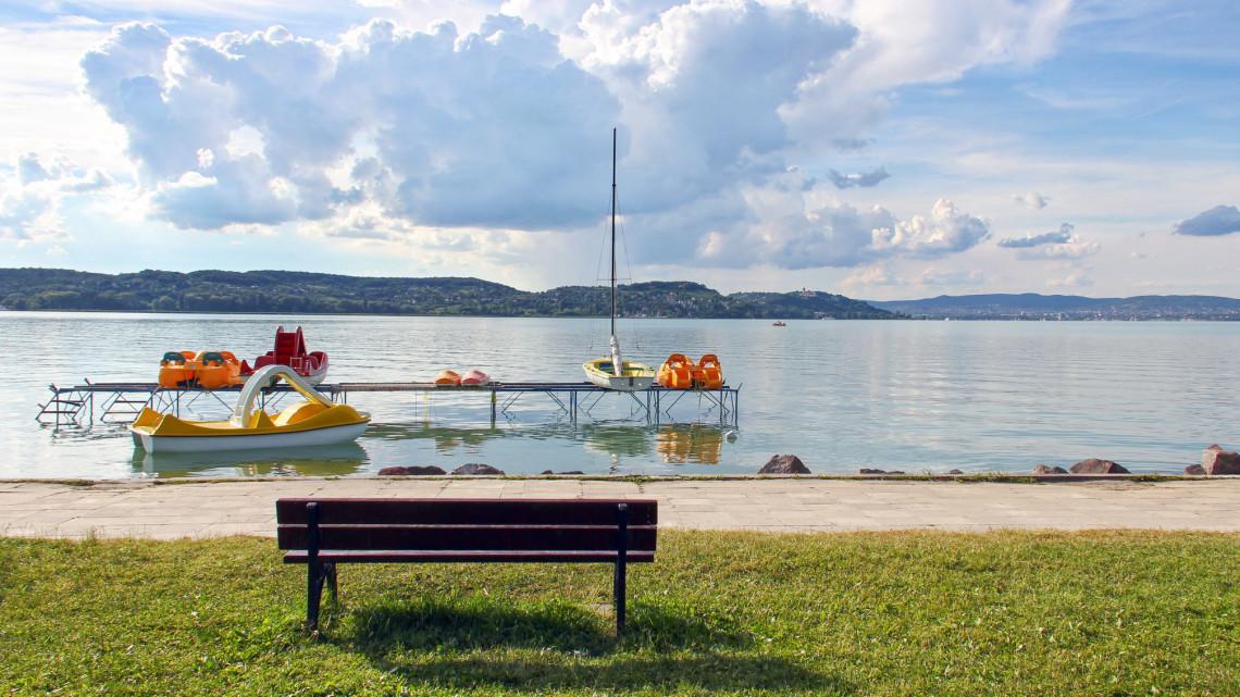 Brutálisan elszálltak a balatoni árak: 25 millióért nem kapsz nyaralót a tóparton