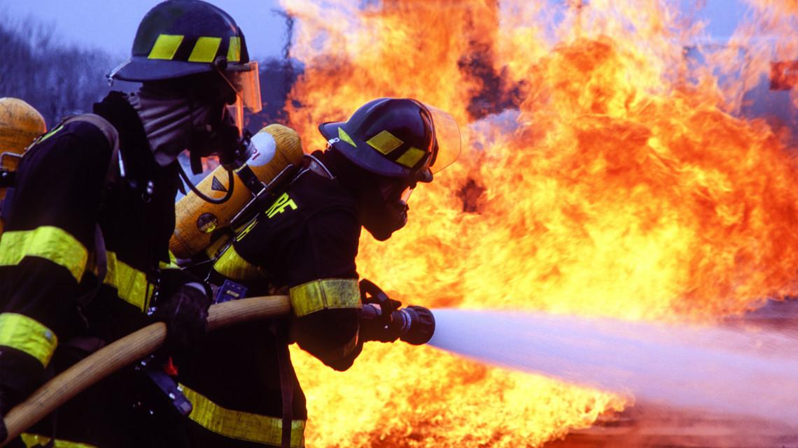 Kigyulladt egy raktárépület Szécsényben: hatalmas pusztítást végzett a tűz