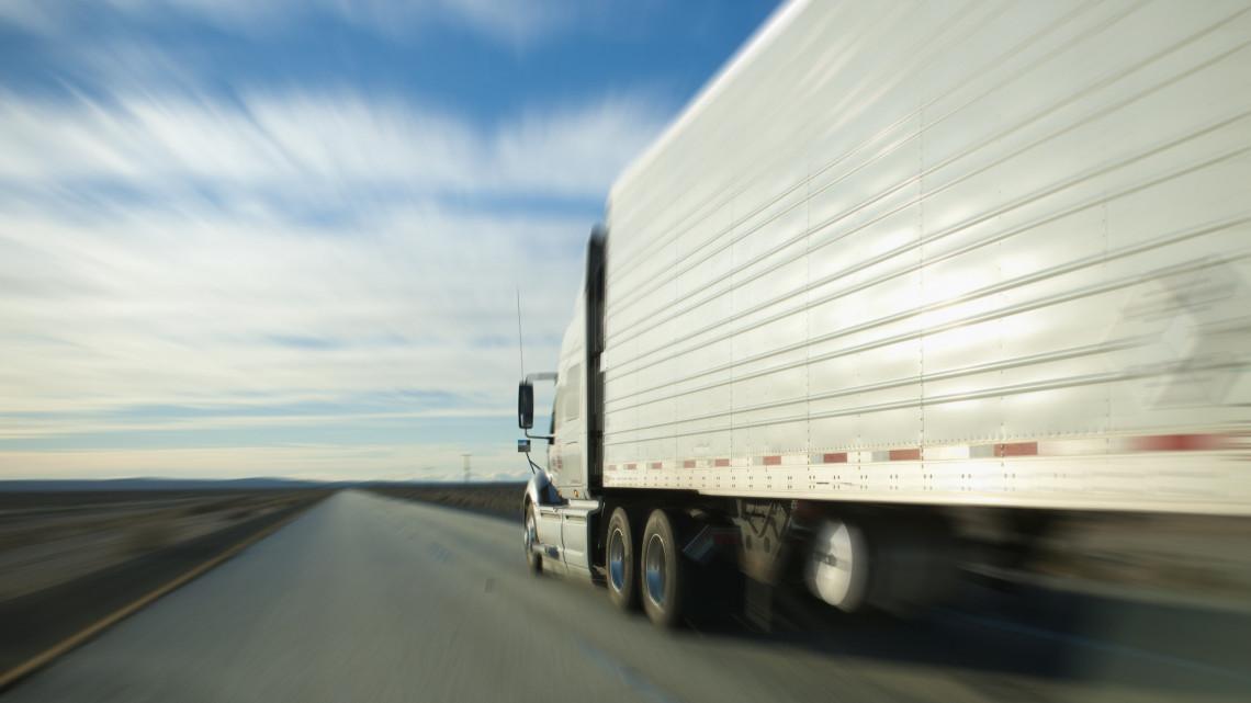 Szörnyű tragédia az ország leghírhedtebb halálútján: frontálisan ütköztek a kamionok