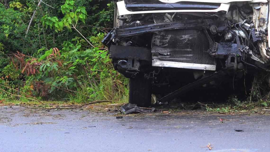 Döbbenet: egy hete balesetes kamionjában, az árokba csúszva dekkolt a sofőr