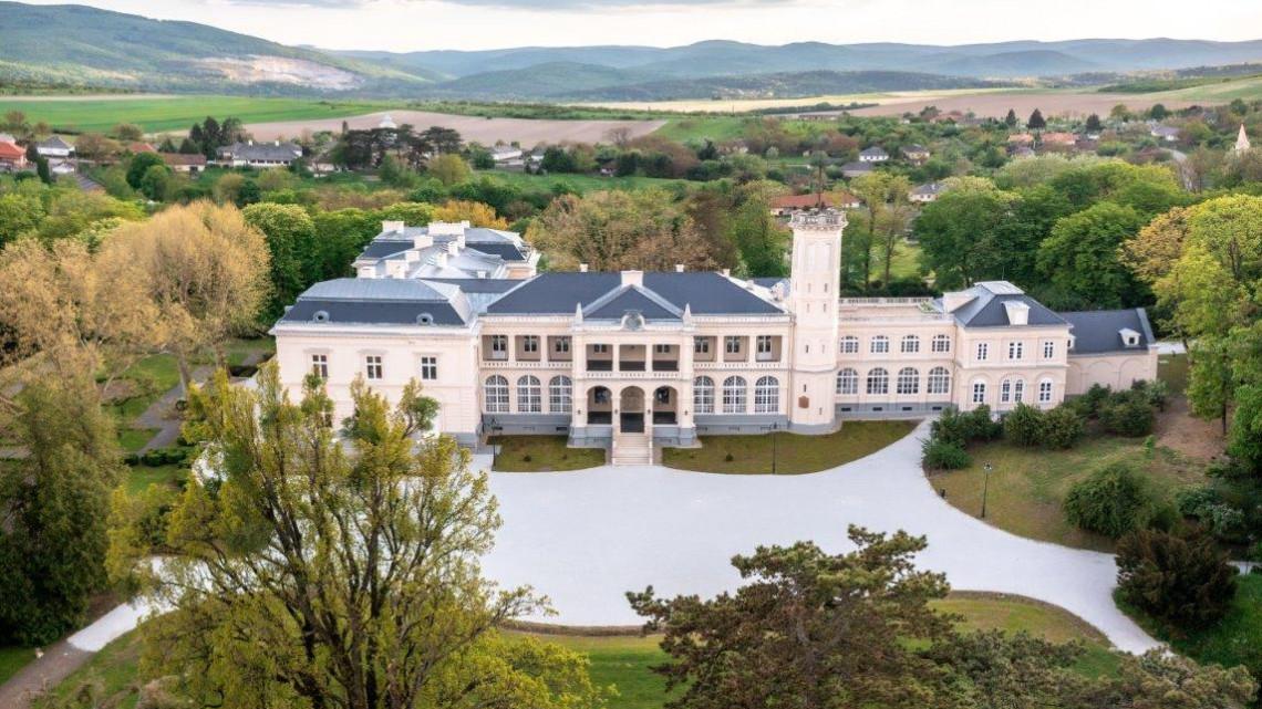Ezt az ékkövet látnod kell: milliárdokból újul meg  a monumentális kastély