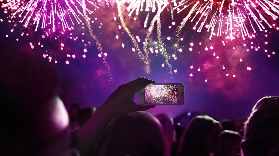 Tűzijátékok és vidéki karneválok: ma nem csak Budapesten lesz élet