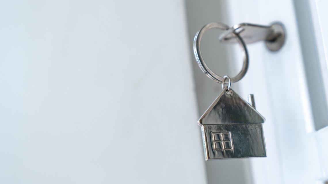Bajban van, aki most bérelne lakást: jövőre így emelkedhet a minimálbér