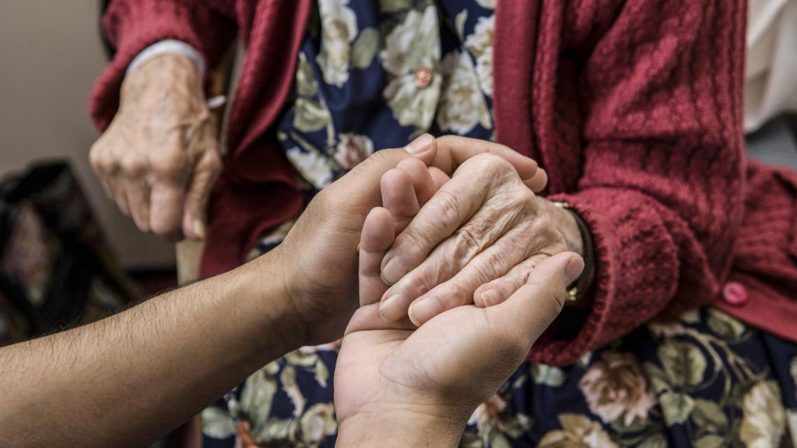 Vasárnapi örömhír a nyugdíjasoknak: jöhet a nyugdíjprémium és a 13. havi nyugdíj