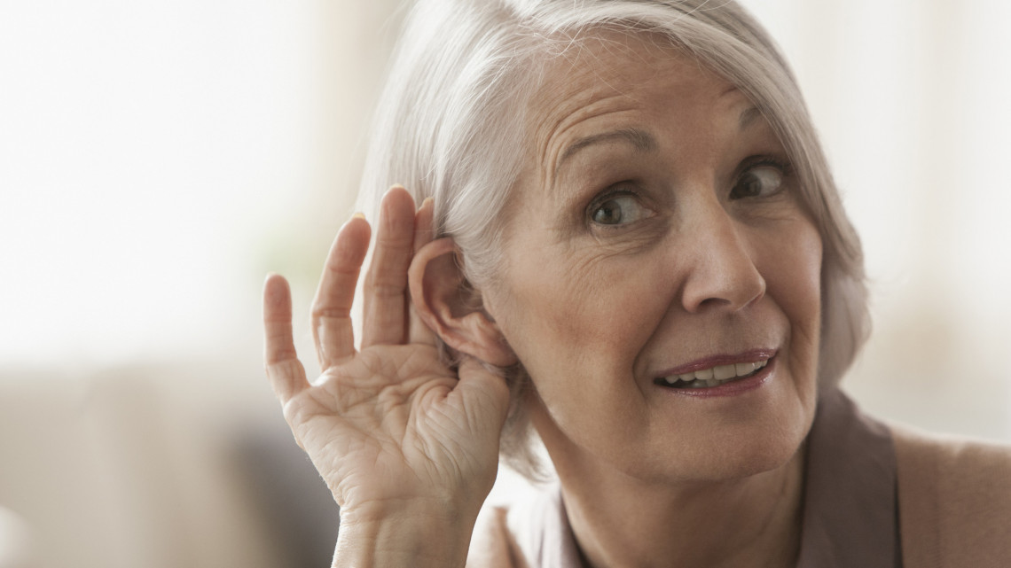Eldobhatjuk a hallókészüléket? Implantációs műtéttel gyógyítanák a nagyothallást