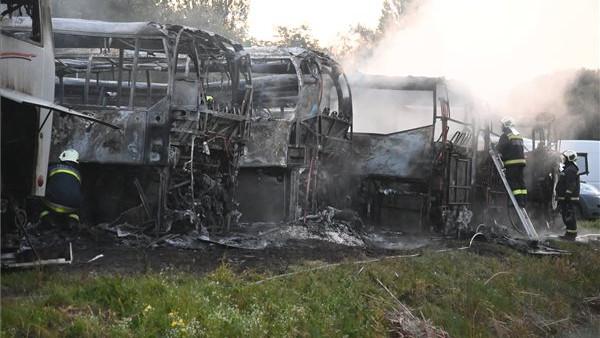 Hatalmas a kár, kész katasztrófa: hét busz kapott lángra egy dunavarsányi telephelyen