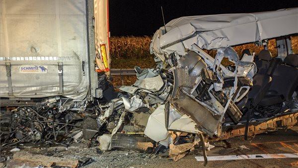 Horrorbaleset: öten meghaltak Abonynál egy kisbuszban