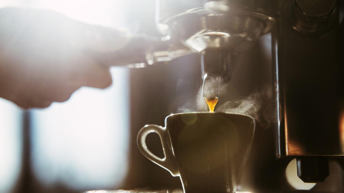 A magyarok így szeretik a kávét: legszívesebben munkavégzés közben is ezt isszák