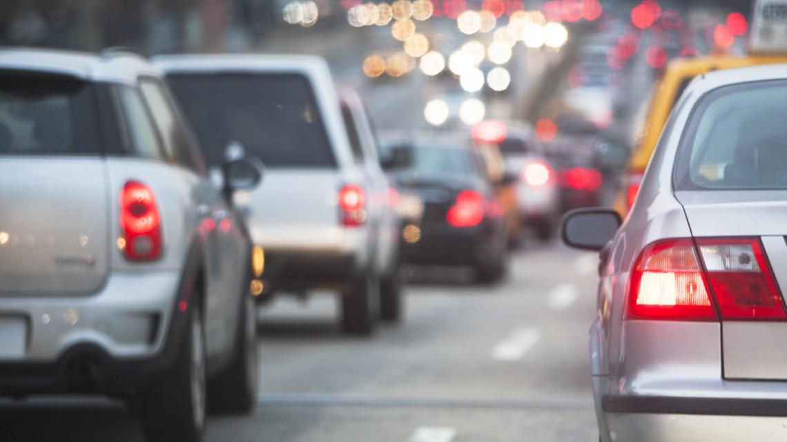 Őrület, mi történik ma az utakon: mutatjuk, mire számíthatnak az autósok