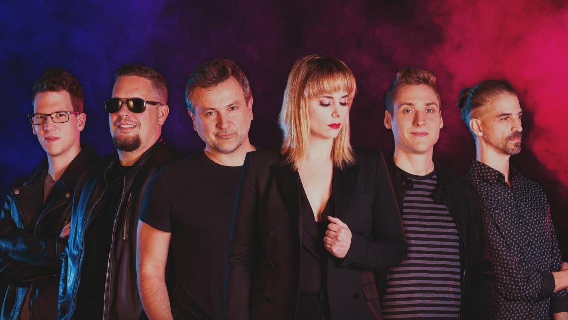 Újabb magyar zenekar kapott saját márkás pálinkát: Békésről érkezett a meggy