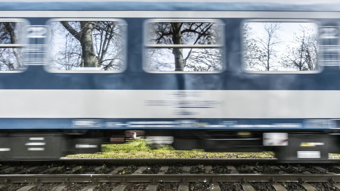 Sokkoló felvétel készült: kisiklott egy vonat Szegeden