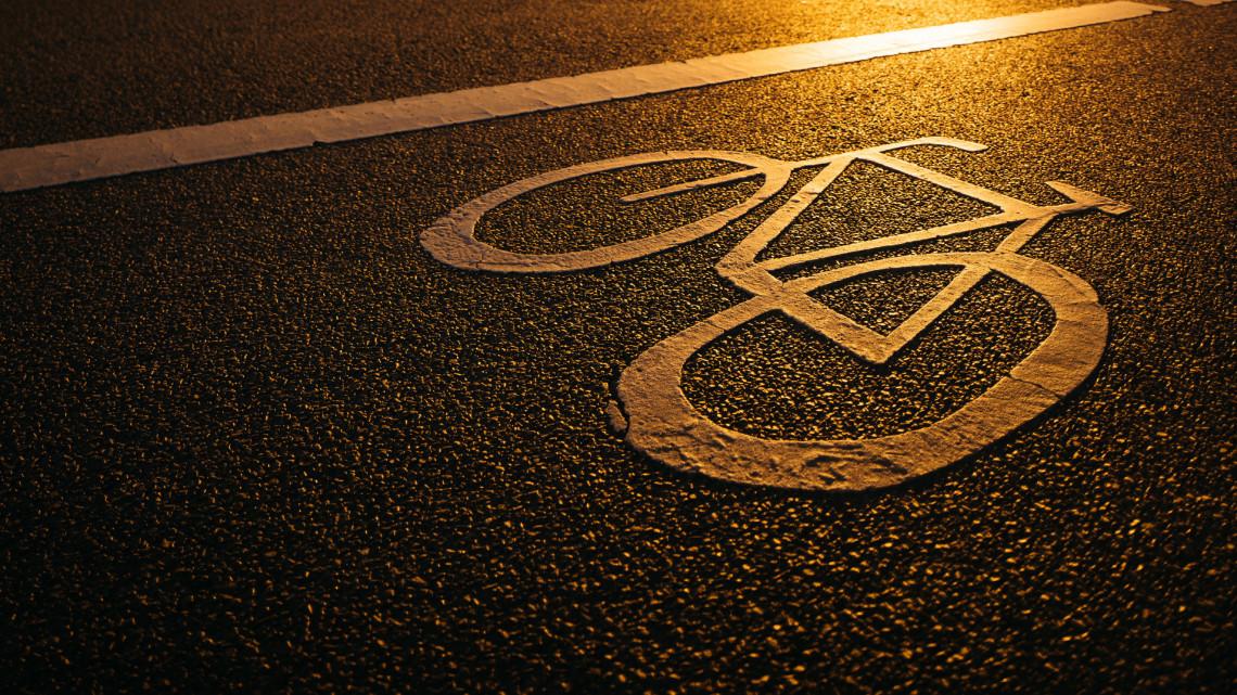 Bevált a világító kerékpárút: most öt megyében és tizenegy helyszínen próbálják ki