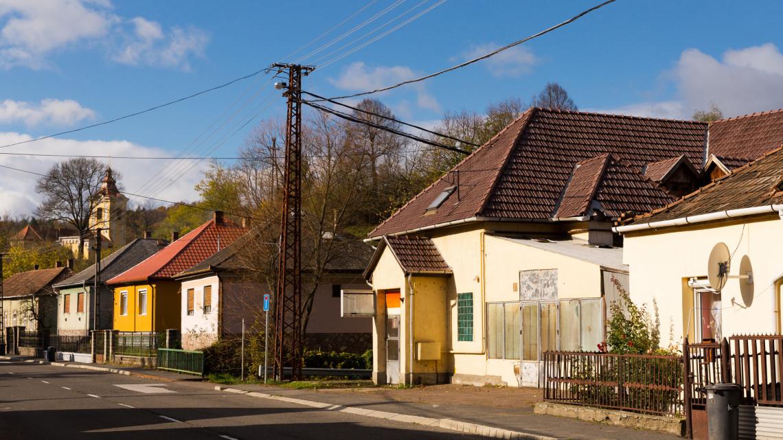 Elszálltak a lakásárak: szuper befektetés most vidéki használt ingatlant venni
