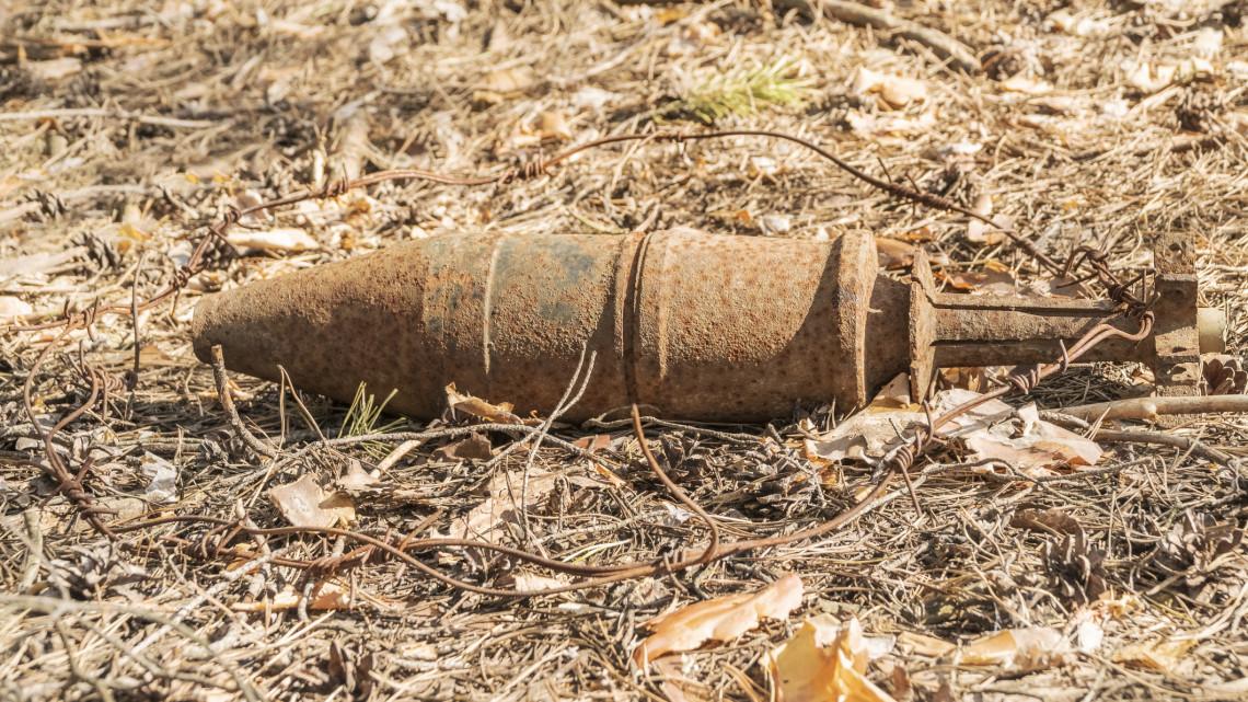 Váratlan dolog került elő: bombát találtak egy iskola közelében Nagykállón