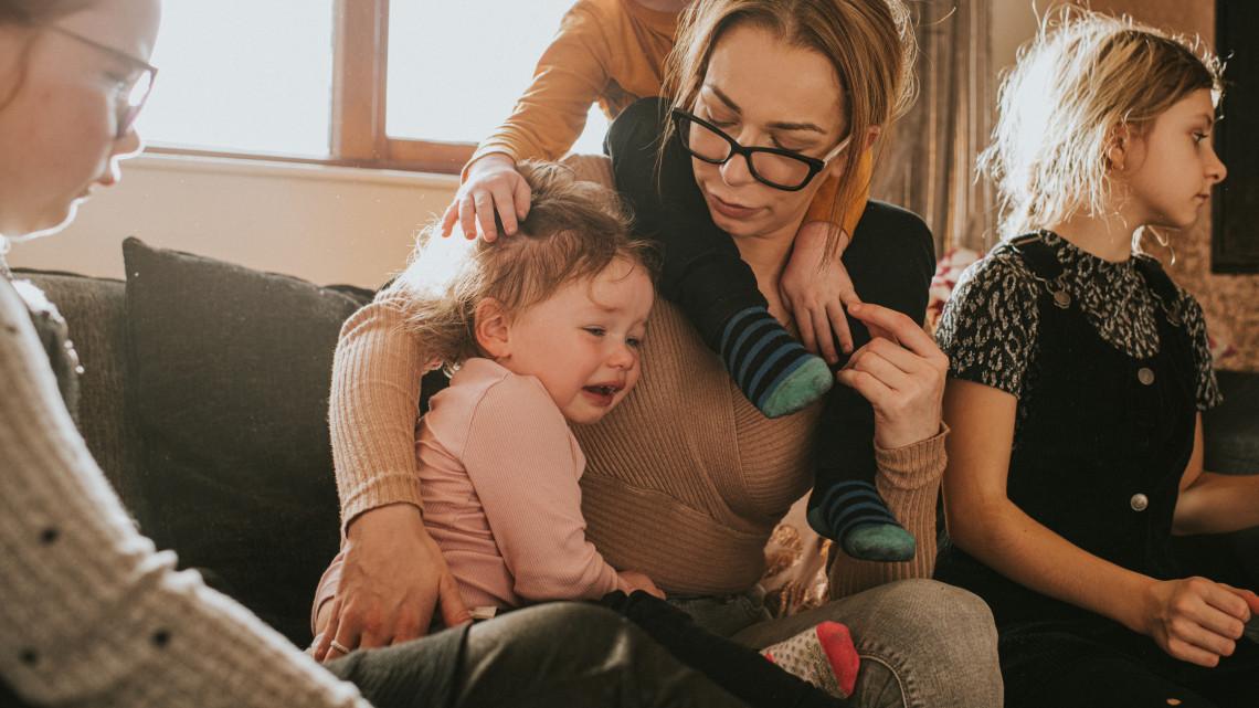 Sok szülő hiába várja az ingyen százezreket: nem kaphat SZJA-visszatérítést