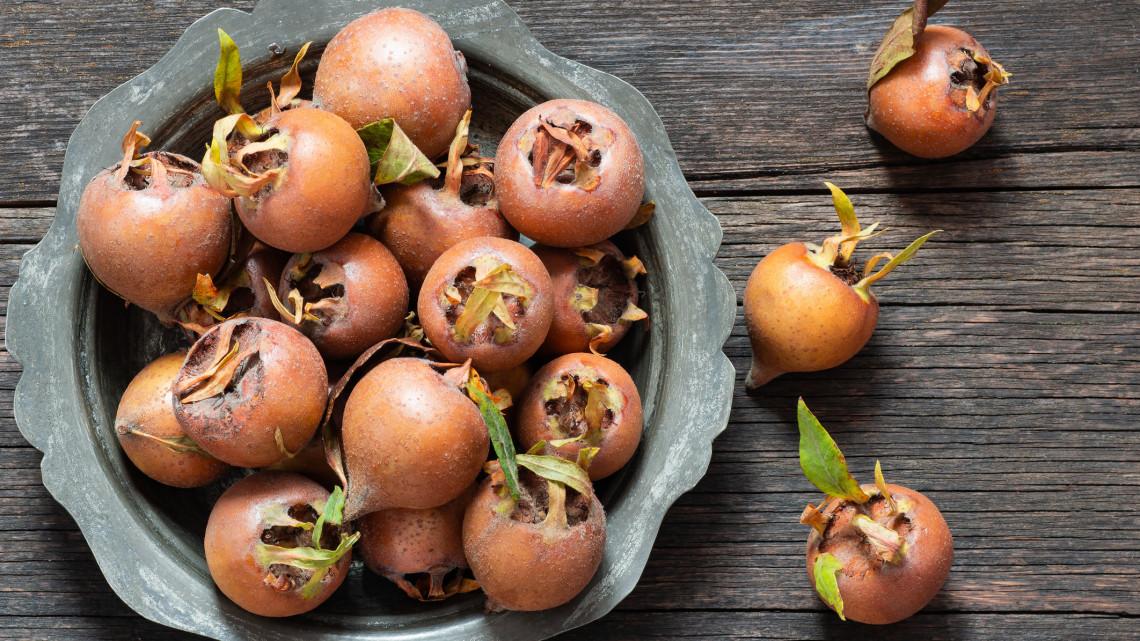 Mikor érik a naspolya és hogyan fogyasszuk ezt a különleges gyümölcsöt?